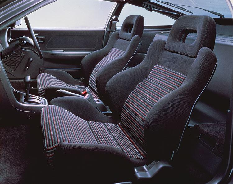 スポーティーなバケットシートを装着(1.5X)