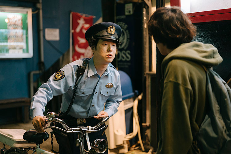 警察官役で登場する、ルノアール兄弟の左近洋一郎さん