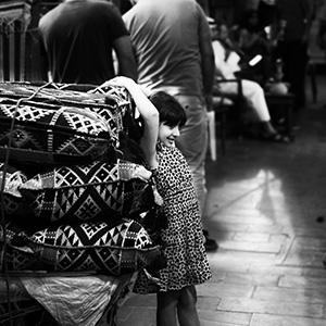 (99)女の子の笑みと我が家の雛祭り 永瀬正敏が撮ったカタール