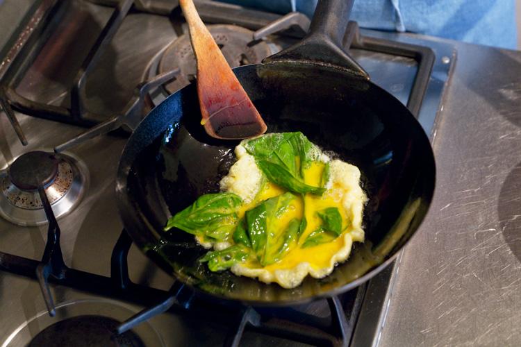もう一品ほしい時のお助けおかず! 香り楽しむバジル卵