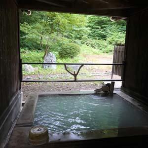 森の一軒宿、白濁硫黄泉の秘湯 白神矢立 湯源郷の宿「日景温泉」
