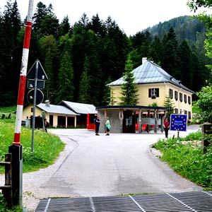 ドイツ・オーストリア国境越えハイキング 山のチーズとシュナップス堪能