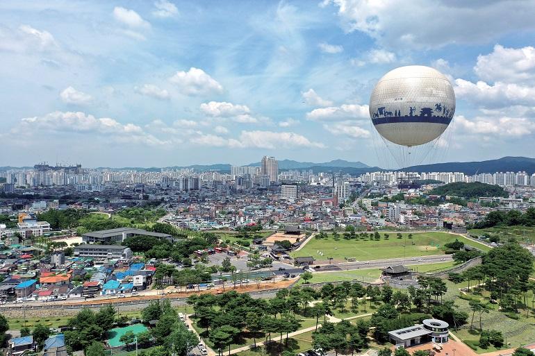 地上70~150m、展望気球から見る世界遺産の景色は格別だ