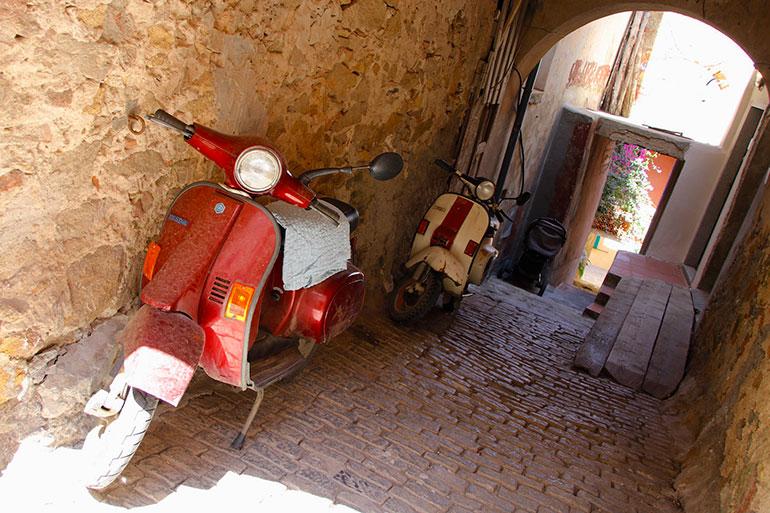 誕生75周年、スクーター「ベスパ」とイタリア人の甘い関係