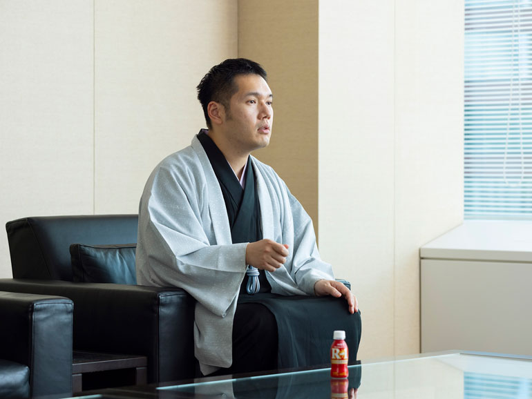 講談師・神田伯山が語る、最高の「出来」を実現する体調管理術