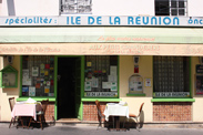 猛暑だから! レユニオン島のトマトカレーとサバのサモサ/Aux Petits Chandeliers