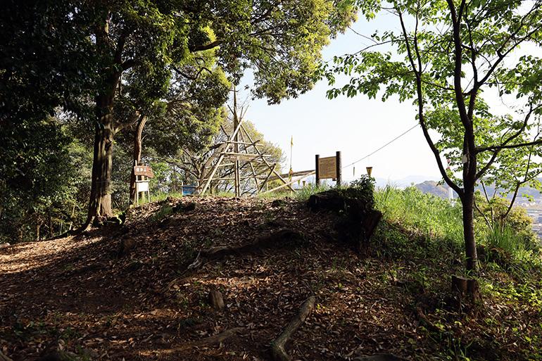 鎮海山城。標高88.1メートルの山に築かれている