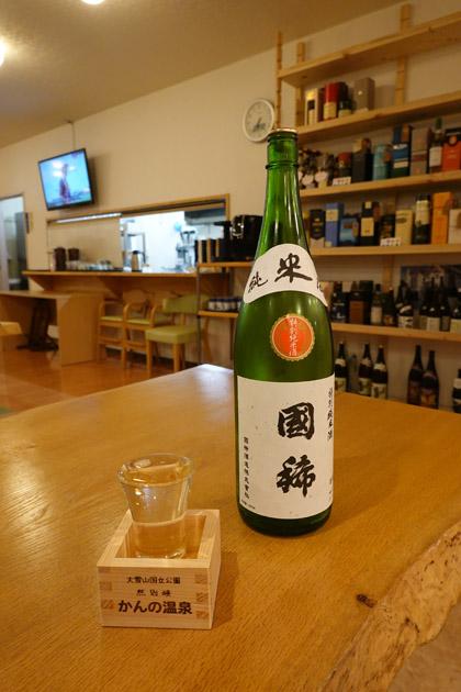 北海道の地酒「国稀」は宿オリジナルの升で