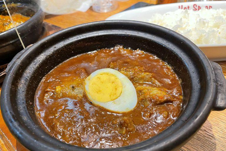 次の日もまた食べたい 口の中でとろける牛すじ煮込みカレー「ホットスプーン」(東京・五反田)
