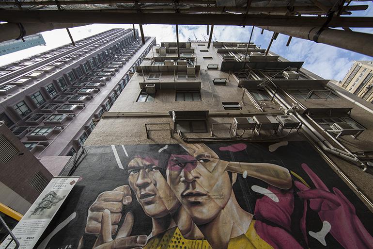香港映画スター、ブルース・リーの巨大な絵