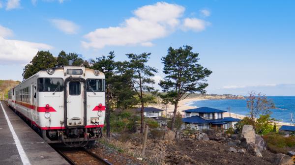 三陸海岸の北端、名勝の海岸へ 陸奥白浜駅