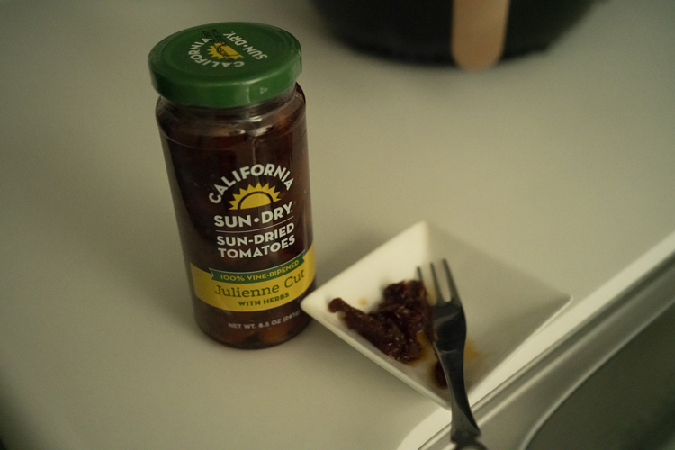 1粒でも濃厚で味わい深いアメリカ製のセミドライトマト。「日本のはしょっぱすぎます」と夫