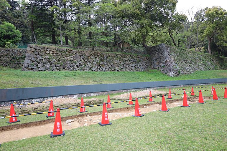 二の丸石垣は約3メートル埋まっている
