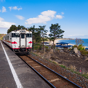 三陸海岸の北端、名勝の海岸へ 青森県・陸奥白浜駅