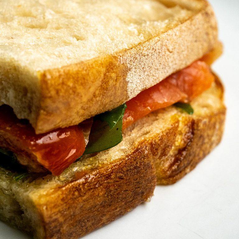 旬の魚をサンド。最高のパンと具が出会う、天国みたいな場所/REGINA