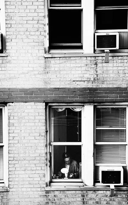 (108) 向かいの窓に現れた気になる男性 永瀬正敏が撮ったニューヨーク
