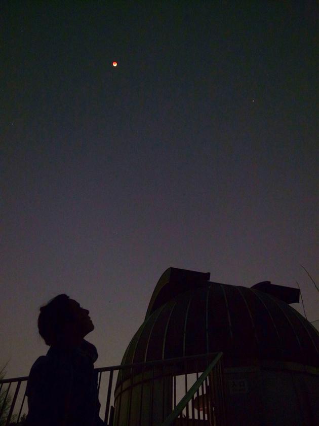 月食と共に浮かび上がってくる星たち(2018年)