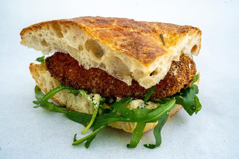 桜鯛(さくらだい)のカツレツサンドイッチ