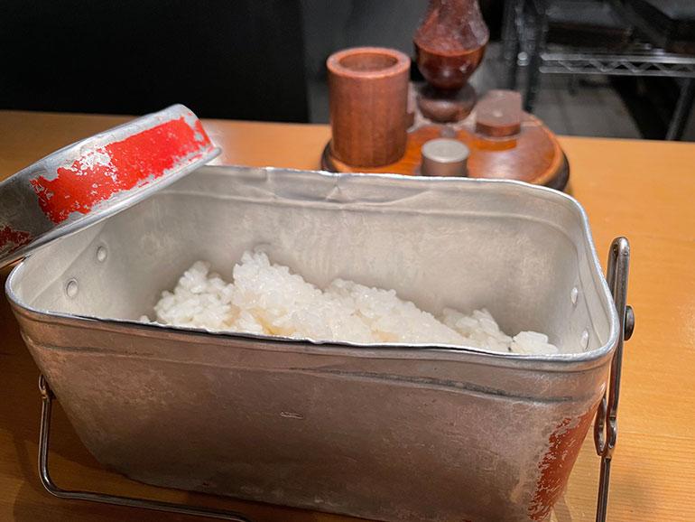 硬めに炊かれたコシヒカリはスープカレーと相性がいい