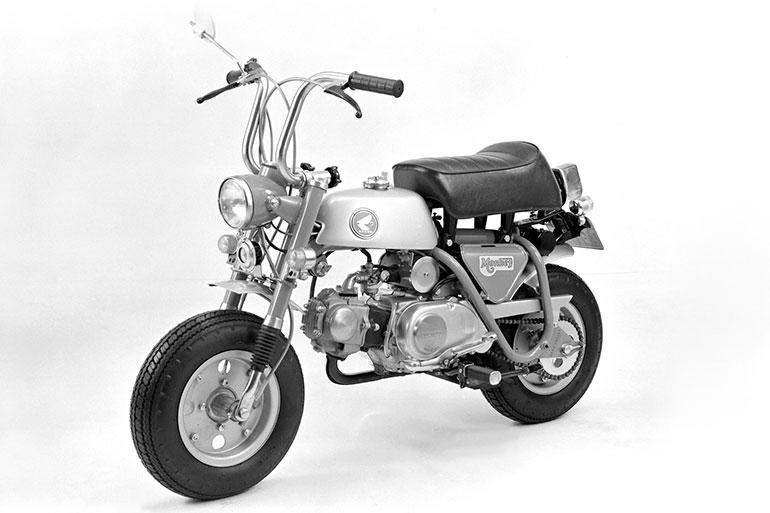 フロントにサスペンションが備わった69年のZ50A型
