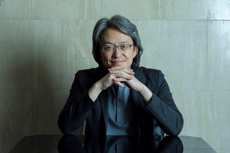 人とつながれる道、アリのように探した 指揮者・鈴木優人さん