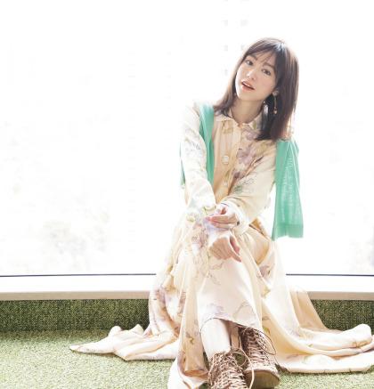 『BAILA』創刊20周年記念 同世代で輝き続ける 桐谷美玲×大政絢オンライントークイベントを開催