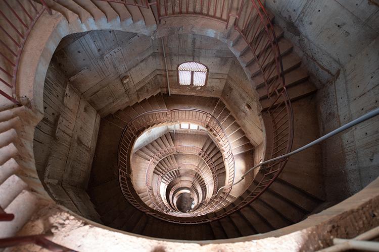 モスクのらせん階段
