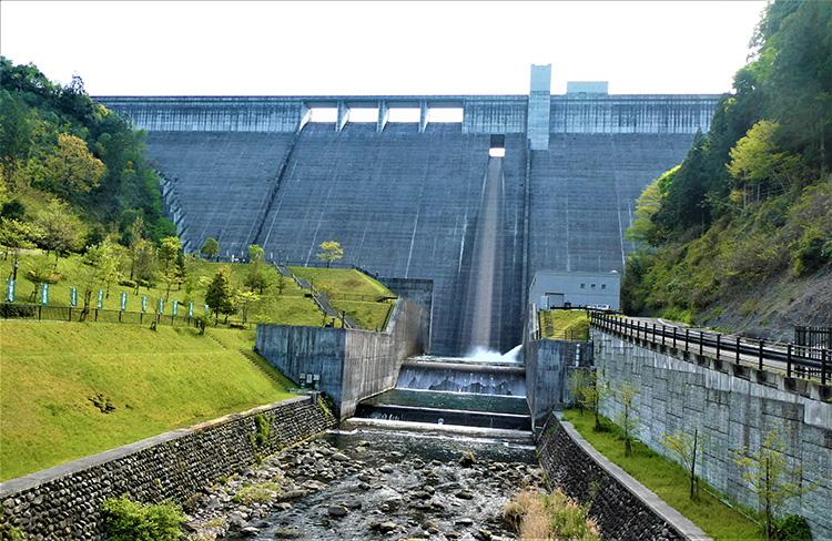 大山ダム。ここに聖地があるのです