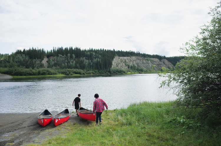 GPS使えず迷子 動物の足跡におびえる カヌーでユーコン川下り(1)