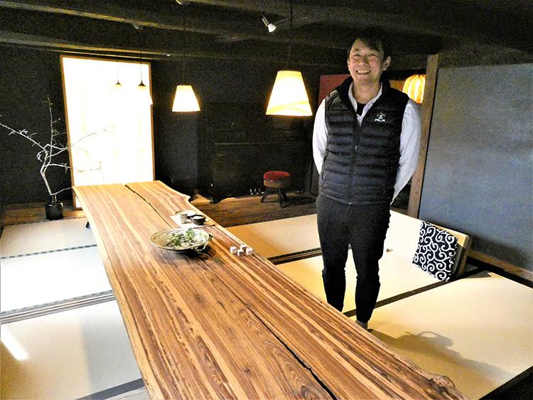 「まめやど」にはこんな大きな木のテーブルが。さまざまな交流の場になりそうです