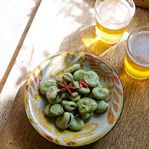 ビールがすすむ旬のおつまみ。空豆の五香炒め