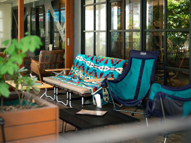 緑のテラスでカレーと読書 代官山の秘密基地「Spice & Cafe FamFam」