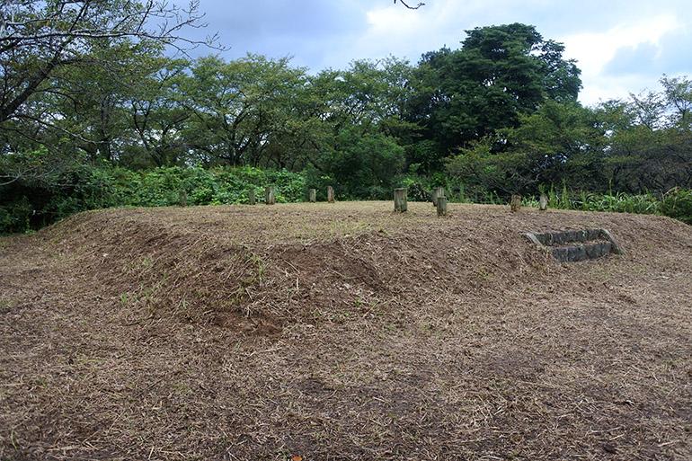 南大首郭の、櫓台(やぐらだい)とみられる建物跡