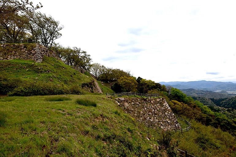 山上に残る石垣