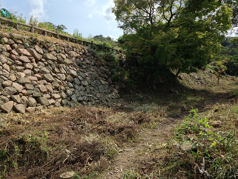山下の丸に残る、宮部時代のものとみられる石垣