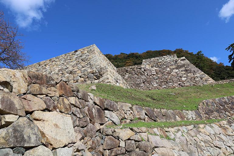 山下の丸に残る石垣