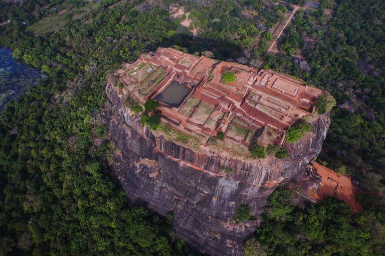 天空の古代都市 ゾウの群れに感激 スリランカ