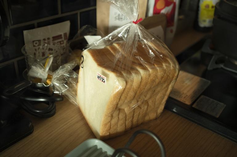 近所のセキネベーカリーの食パン。散歩のついでに買う