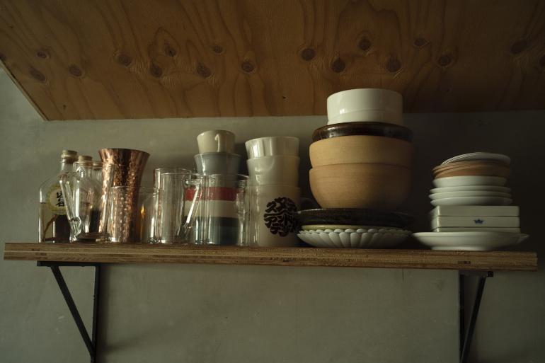 食器のほぼすべて。「これで十分足ります」