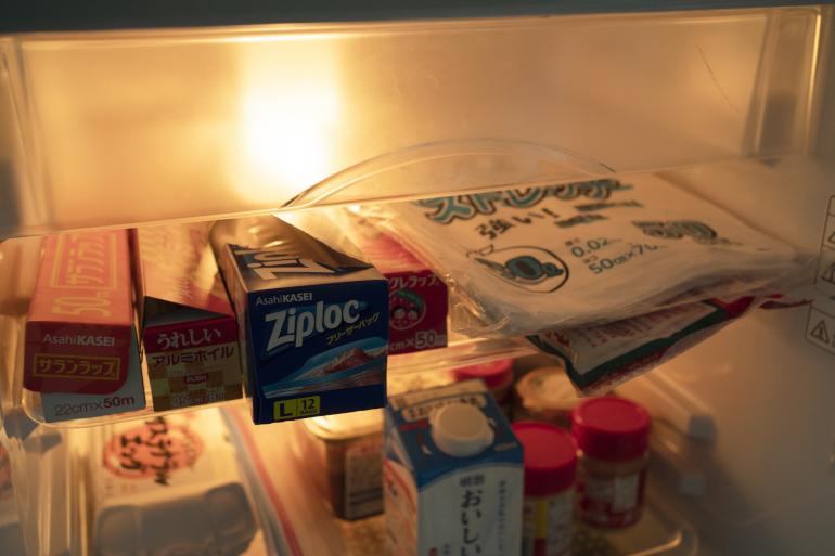 冷蔵庫兼収納棚の発想から、ゴミ袋、ジップロックやラップ、ホイルはこちら