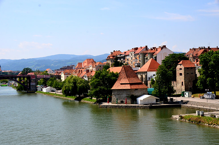 ドラーヴァ川が流れる美しい旧市街の風景に見とれました