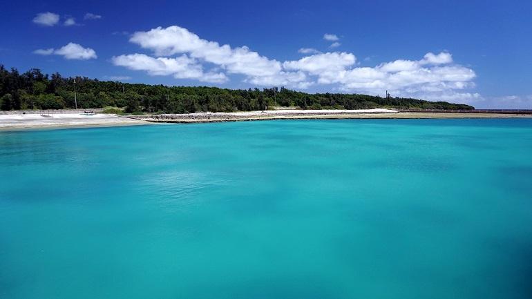 澄み渡った海の色は、南の島のイメージそのもの©T.Itoga / T&t Japan