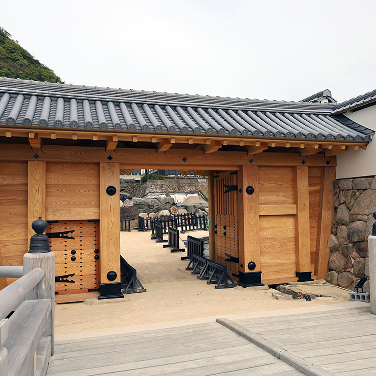 擬宝珠橋に続き、中ノ御門表門が完成 鳥取城(2)
