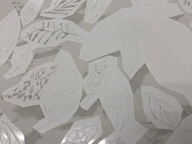 オリジナルの葉っぱを彫った紙凹版