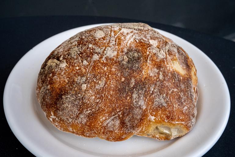 ふわふわとぱりぱりが奇跡の共演。新時代のパン料理「グラチネ」/KANEL BREAD