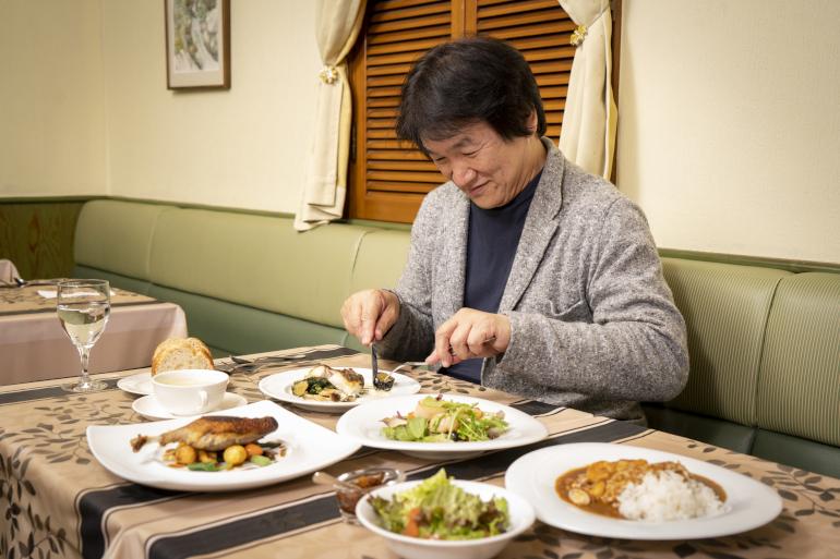最高級鴨肉のコンフィ、オマールエビのだしが効いたシーフードカレー……1000円台で食べられるフレンチの神髄