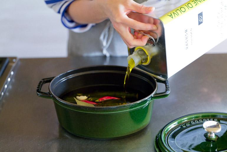 旬のイワシを保存食に。自家製オイルサーディン