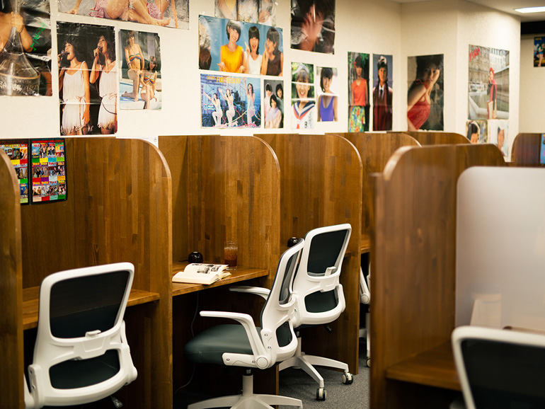 〈160〉「新橋大好き!」元会社員の夢が詰まったレトロ空間 「昭和ブック カフェ」