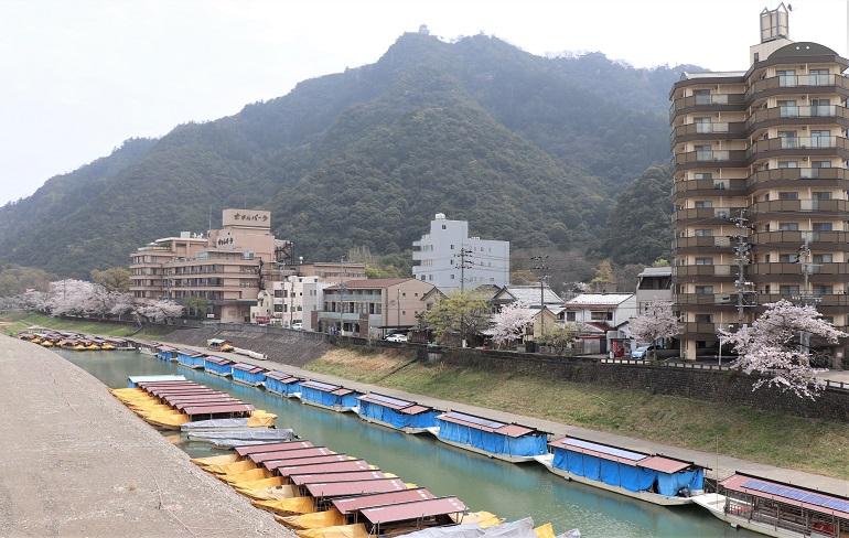 長良川の河畔
