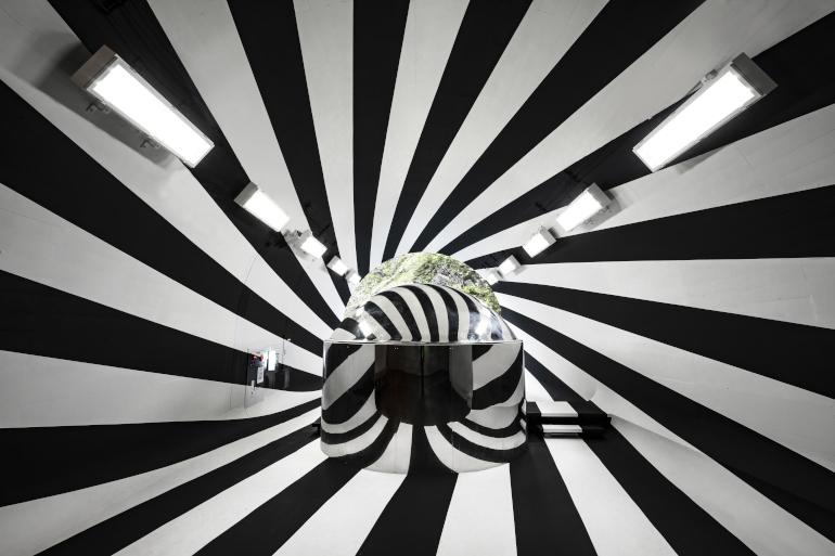 「Tunnel of Light」(マ・ヤンソン/MADアーキテクツ)の新作「Flow」。撮影Nakamura Osamu